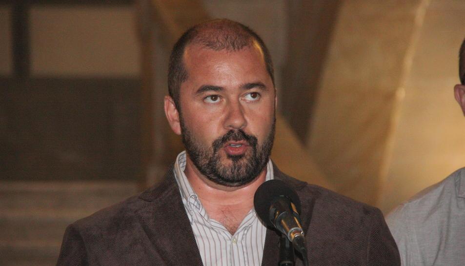 Pla curt del portaveu de l'equip de govern de Tarragona, Xavier Puig, durant la lectura de la declaració institucional de rebuig a la sentència del procés. Foto del 14 d'octubre del 2019 (Horitzontal).