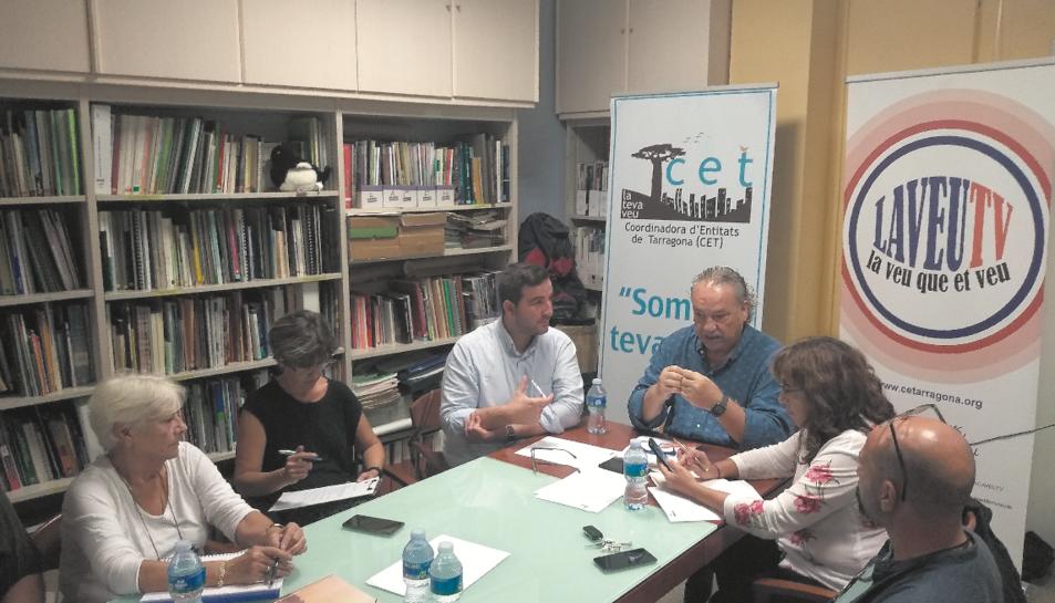 Imatge de la reunió entre la Coordinadora d'Entitats de Tarragona i En Comú Podem de Tarragona.
