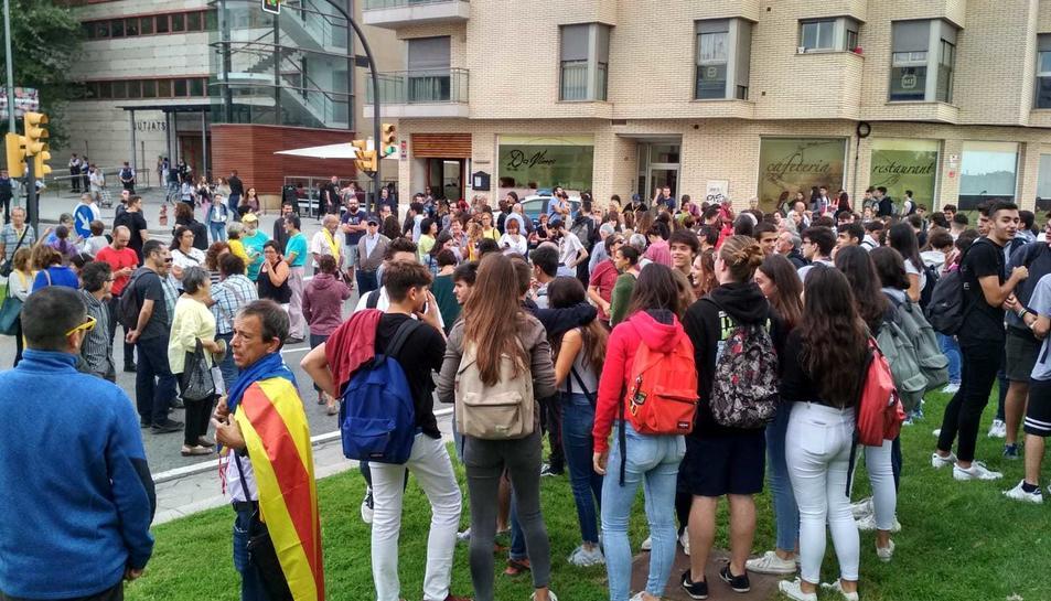 També hi ha manifestants davant dels jutjats de Reus