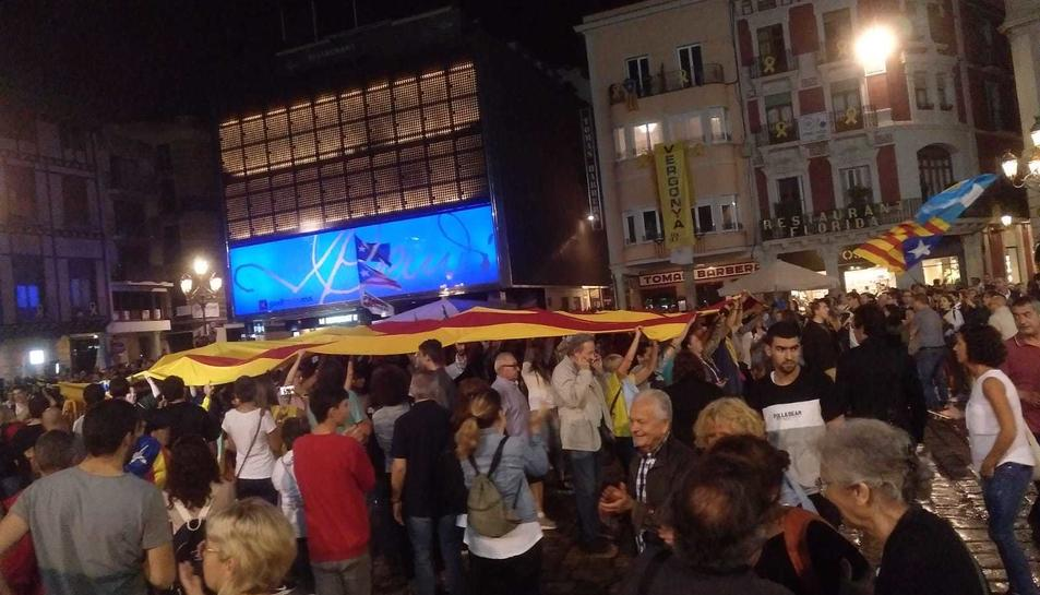 Manifestants a la Mercadal.