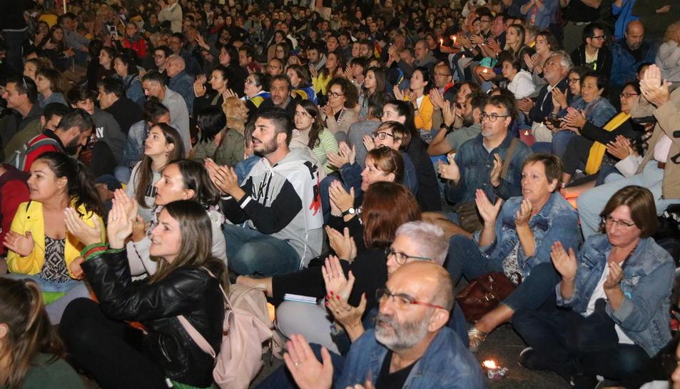 Manifestants durant la seguda a la plaça Imperial Tarraco en la concentració convocada per ANC i Òmnium Cultural. Foto del 15 d'octubre del 2019 (Horitzontal).