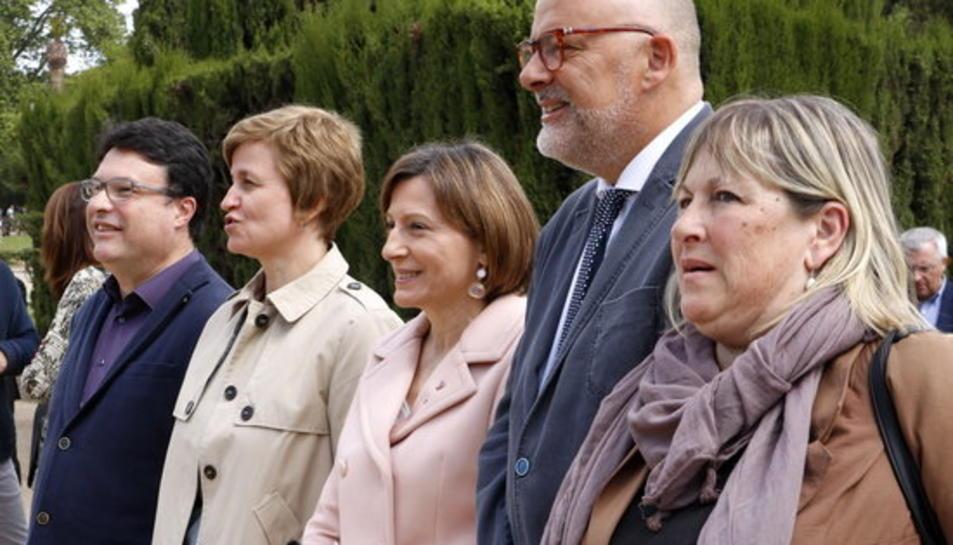 Els membres de la Mesa Forcadell, Corominas, Simó, Nuet i Barrufet, a les portes del Parlament, el 5 de maig de 2017.