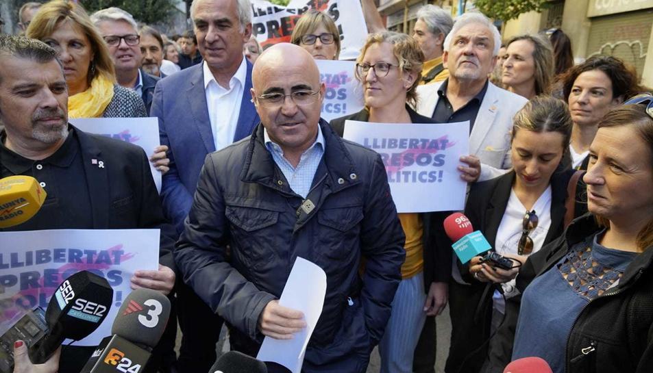 Òscar Peris durant l'acte fet a la delegació del Govern a Tarragona per protestar contra la setència.