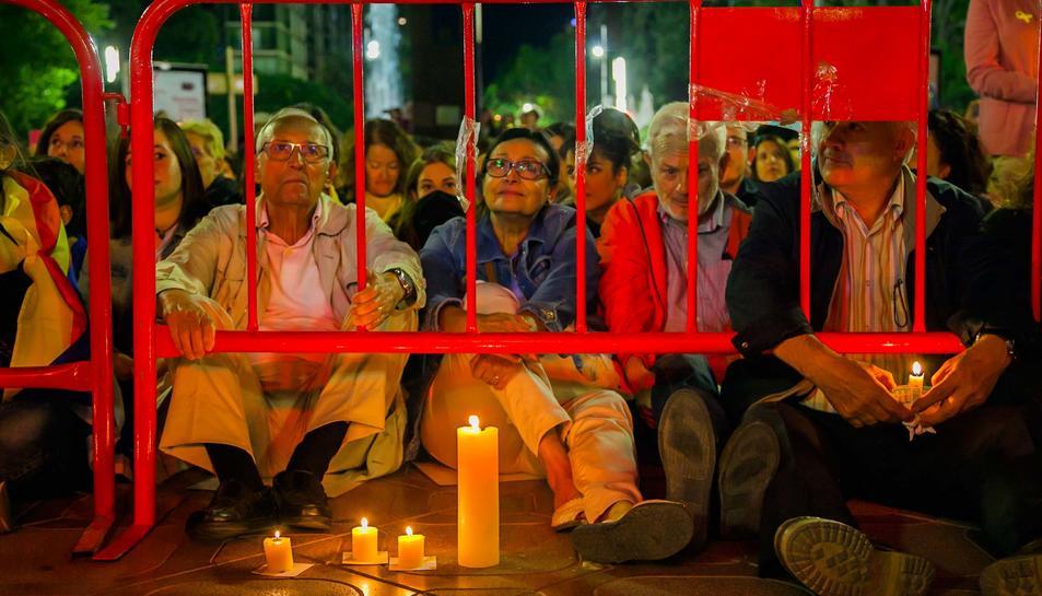 Sentada amb espelmes d'ANC i Òmnium a Tarragona