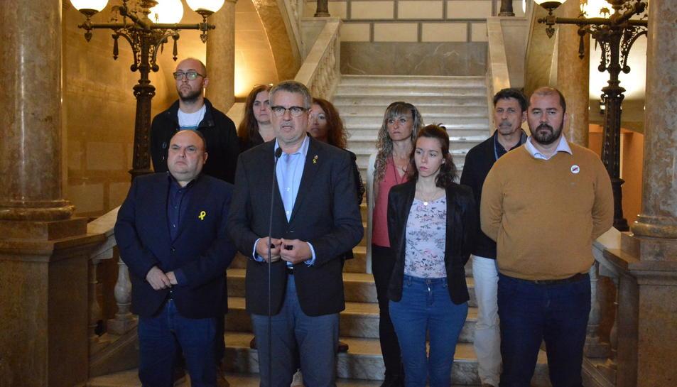 Pau Ricomà, amb la resta de l'equip de Govern durant la declaració institucional