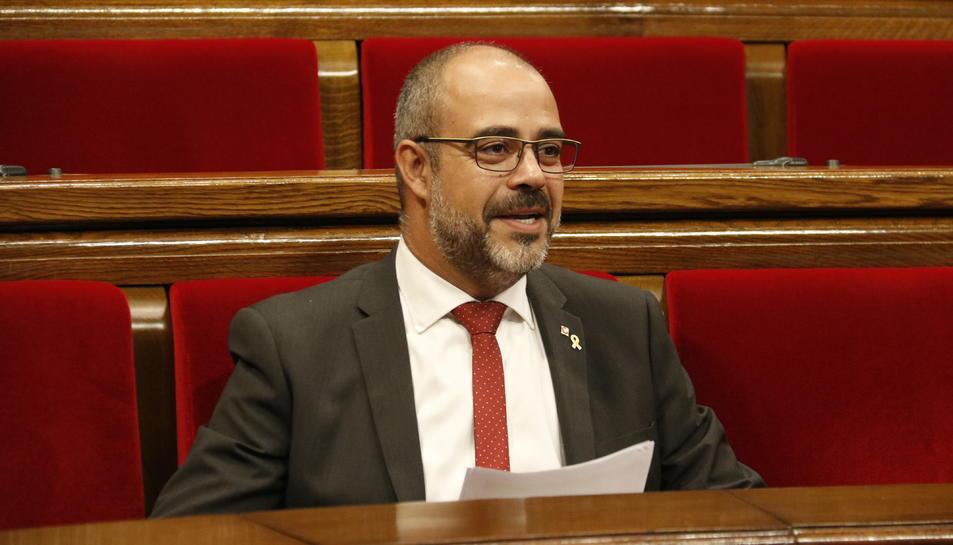 Pla mitjà del conseller d'Interior, Miquel Buch, al ple del Parlament del 9 d'octubre de 2019.