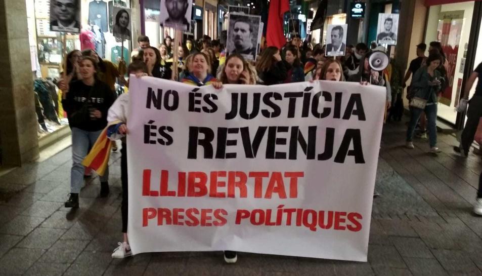 La capçalera de la manifestació de Reus.