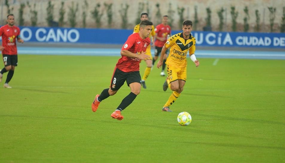 Una imatge del La Nucía-Badalona del passat diumenge, que va acabar amb empat a un gol.