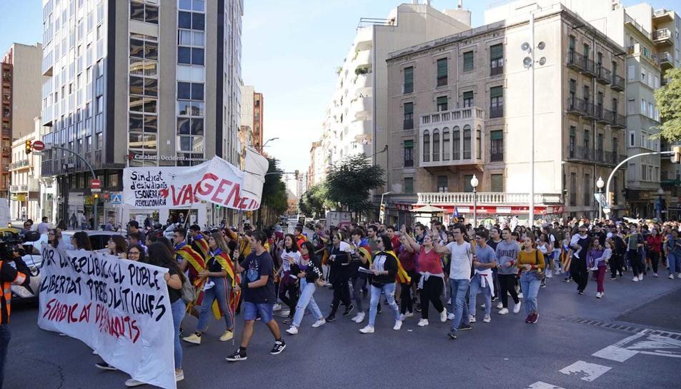 Imatge de la manifestació d'estudiants a Tarragona aquest dijous.
