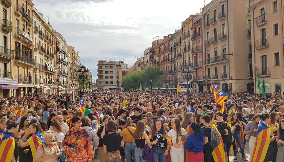 La plaça de la Font, plena a vessar.