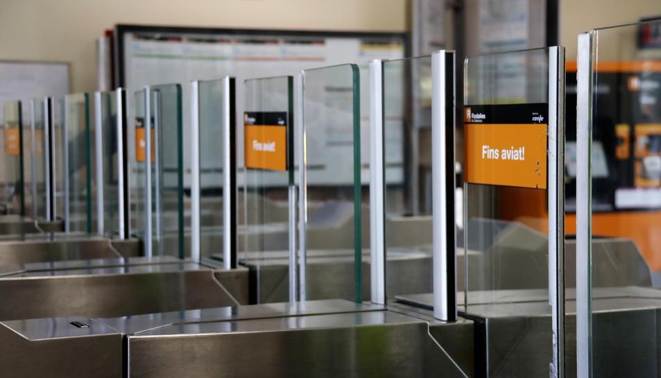 Una estació de Rodalies de Renfe durant la jornada de serveis mínims a causa de la vaga general del 18-O.
