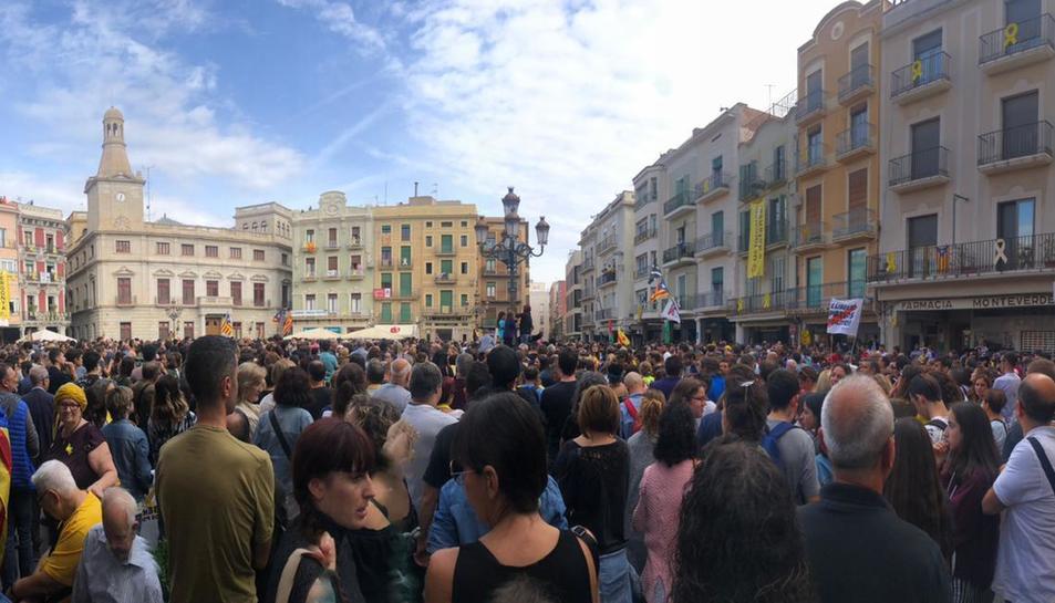La plaça Mercadal de Reus, plena a vessar.