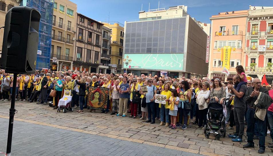 Imatge de la concentració a la plaça Mercadal.