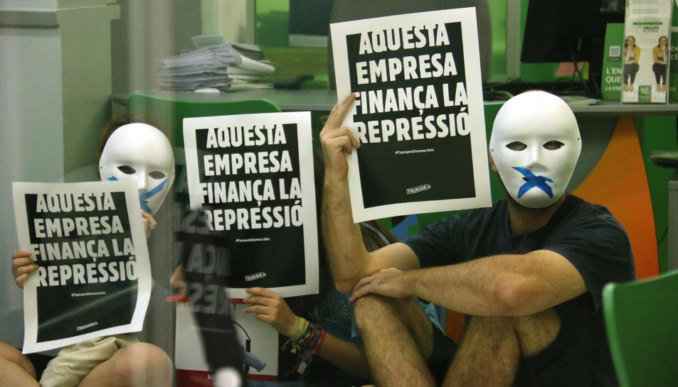 Activistes del Tsunami Democràtic ocupen una oficina d'Iberdrola, el 27 de setembre de 2019.