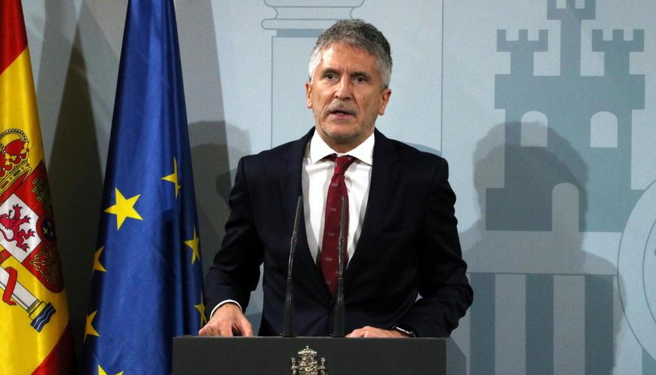 Pla mitjà del ministre d'Interior, Fernando Grande-Marlaska, en roda de premsa.