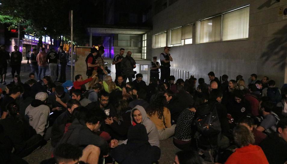 La sortida de l'aparcament dels Jutjats de Girona bloquejada aquest dissabte