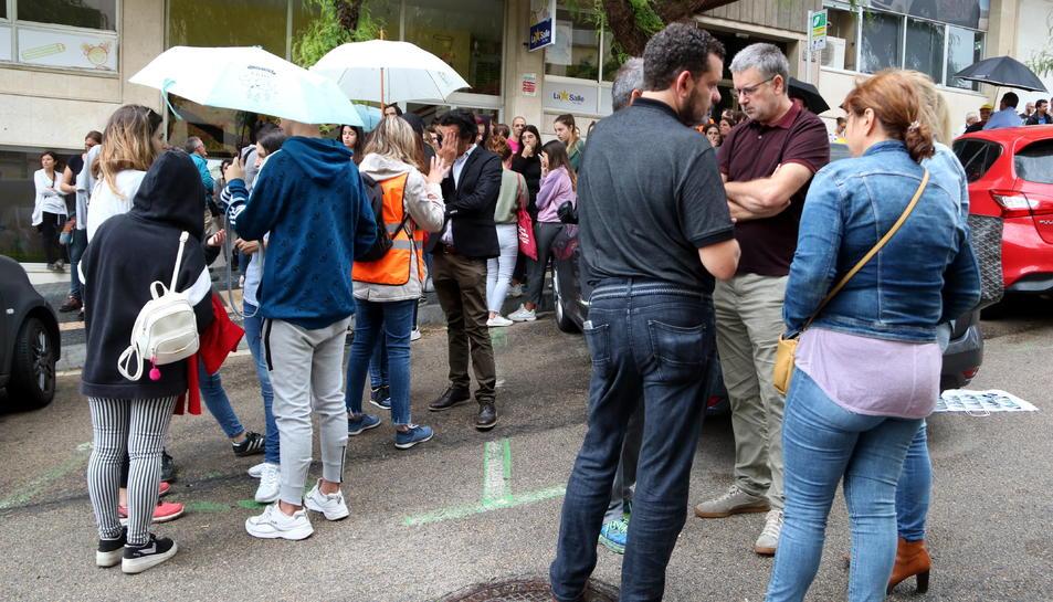 Pla general dels familiars dels detinguts, de l'alcalde de Tarragona, Pau Ricomà, i dels concentrats davant els jutjats.