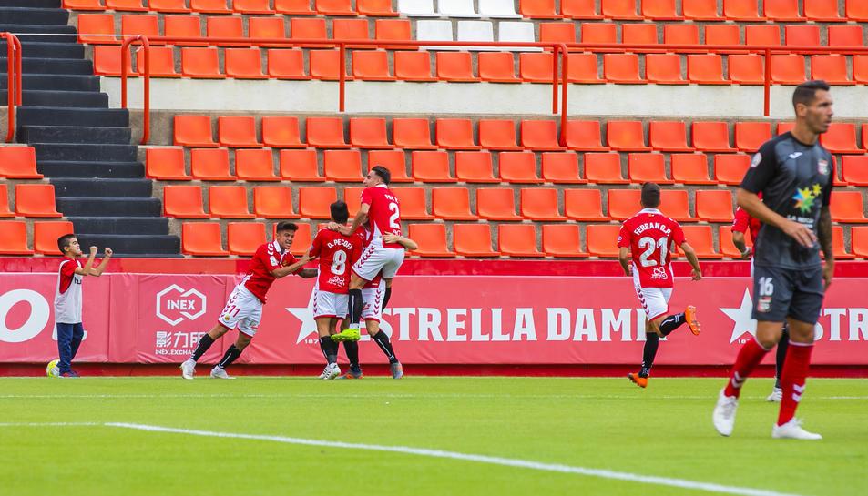 Jugadors del Nàstic celebrant el gol de Habran