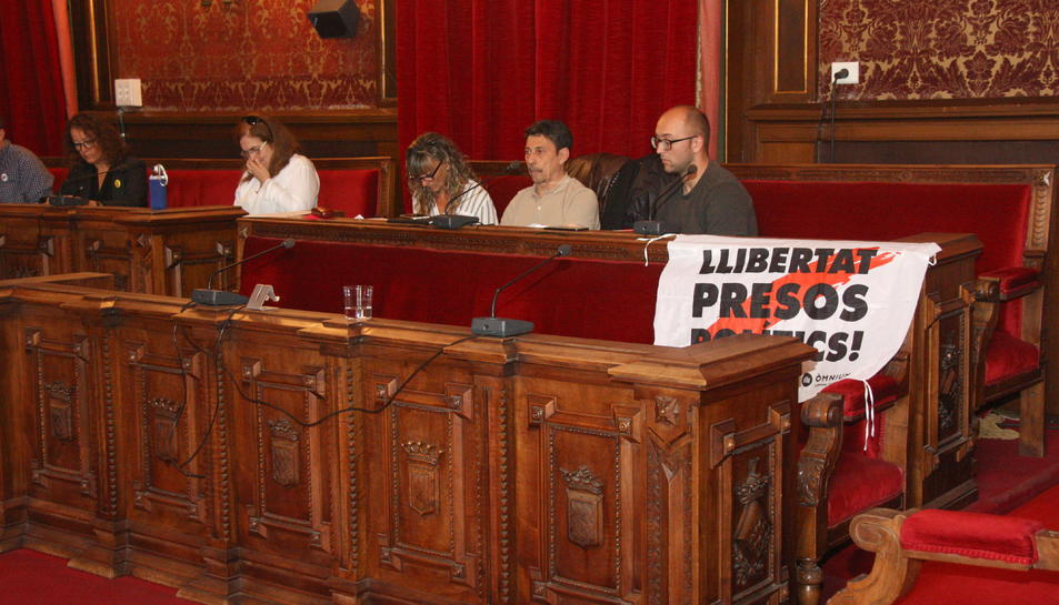 Pla general de la bancada on s'asseuen els consellers de la CUP i Junts per Tarragona, un cop les conselleres de les dues formacions han abandonat el ple. Foto del 21 d'octubre del 2019 (Horitzontal).