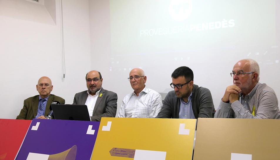 Els representants de l'entitat Provegueria Penedès, durant la roda de premsa a Vilafranca del Penedès, on han presentat el congrés que preparen per al mes de febrer.