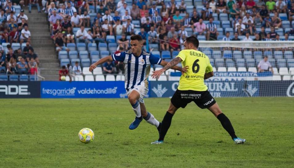 Gerard Verge, durant una jugada amb el seu nou equip, el Recreativo de Huelva.