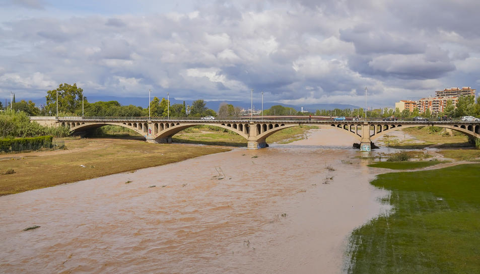 Imatge del riu Francolí amb gran quantitat d'aigua.