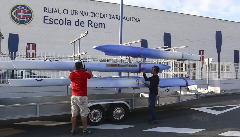 Rueda i Dimidi preparen els bots per portar-los al club.