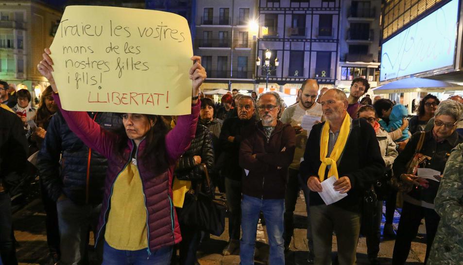 Alguns dels concentrats ahir a la plaça Mercadal de Reus pel mateix motiu.