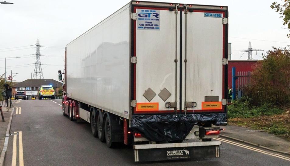 Imatge del camió on es van localitzar els 39 cadàvers.