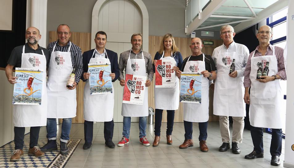 Els organitzadors i col·laboradors de la 4a Edició de les Jornades Gastronòmiques Romesco de Tarragona durant la presentació.