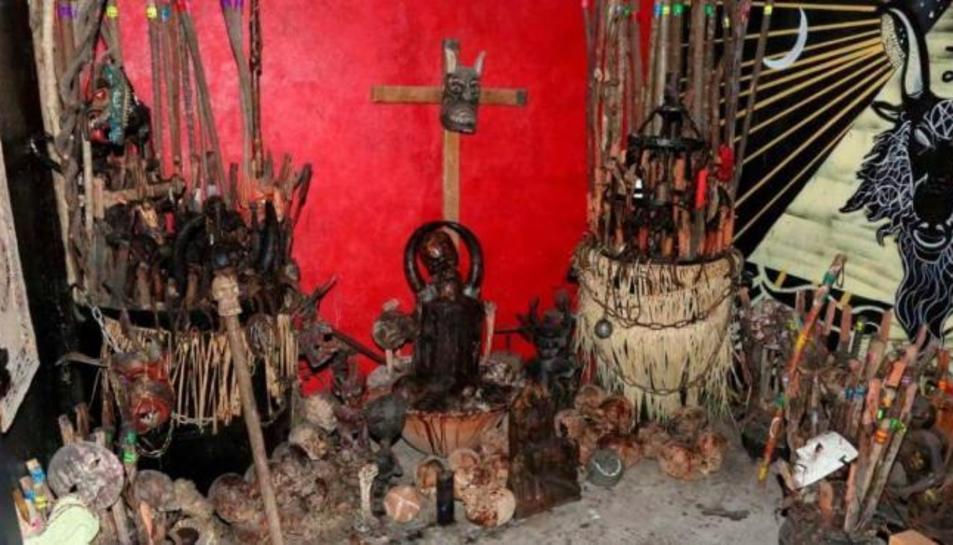 Imatge de l'altar i els crànis trobats a Ciutat de Méxic