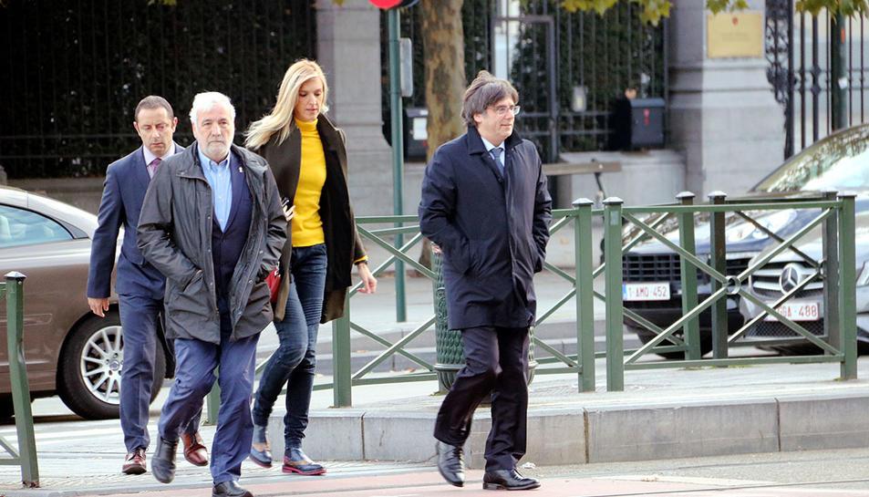 Arribada de Carles Puigdemont, acompanyat de Jami Matamala, a la Chambre du Conseil de Brussel·les per la vista de l'euroordre