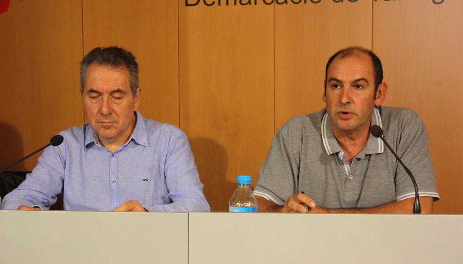 Daniel Pi, representant de l'associació PTP; i de Carles Montejano, portaveu de PDF.Camp, durant la roda de prema celebrada a la seu del Col·legi de Periodistes de Tarragona.