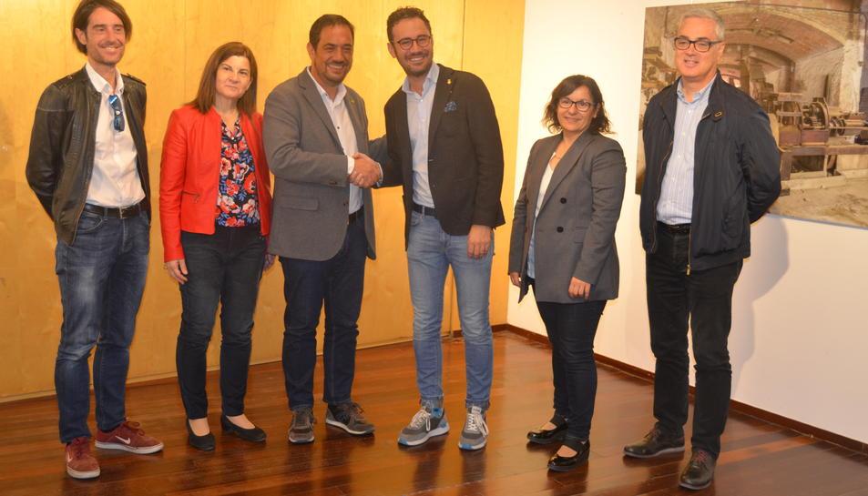 Imatge de la presentació de l'acord entre el govern municipal i Decidim Vila-seca.