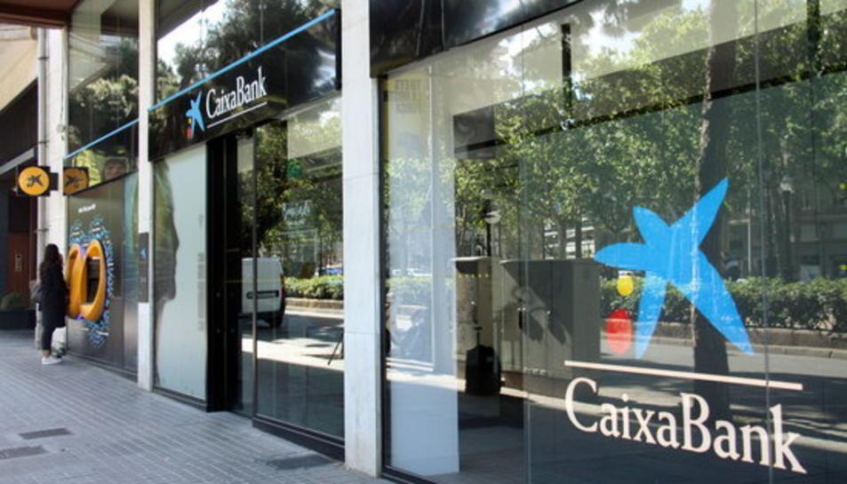 Imatge d'arxiu de les oficines de Caixabank