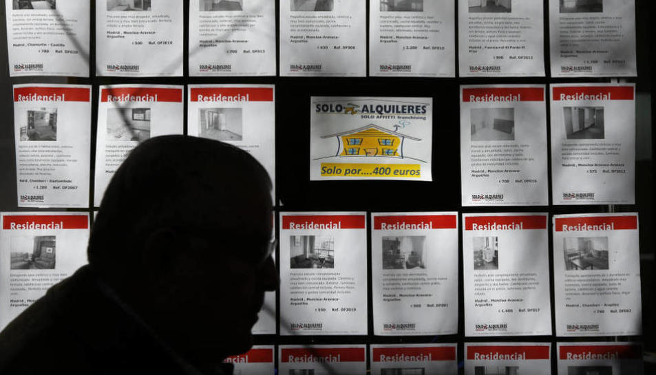 La immobiliària de Salou que oferia lloguers de pisos falsament per a obtenir el padró