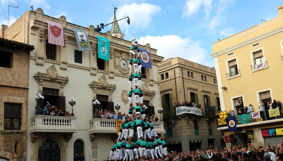 Imatge del 3d10 amb folre i manilles carregat pels castellers de Vilafranca