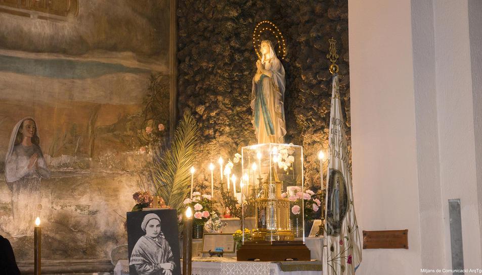 Les relíquies de santa Bernardeta durant l'exposició a l'església de la Puríssima Sang de Reus.