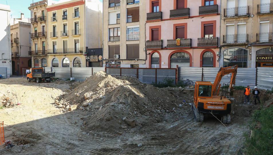 Durant els pròxims mesos s'acabarà de sanejar i pavimentar l'espai i instal·lar els fonaments.
