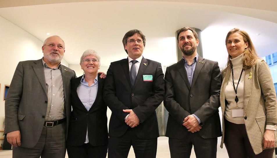L'expresident Carles Puigdemont amb els exconsellers Lluís Puig, Clara Ponsatí, Toni Comín i Meritxell Serret