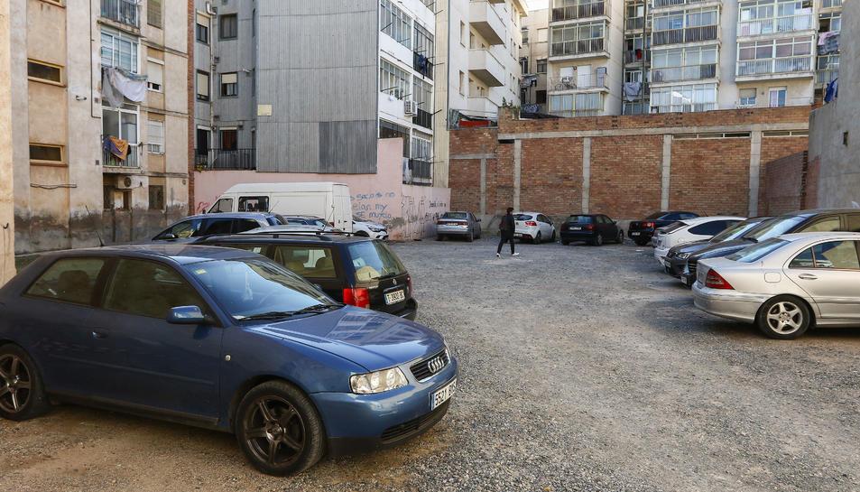 Els veïns del voltant ja utilitzen aquest espai d'aparcament però de manera incontrolada.
