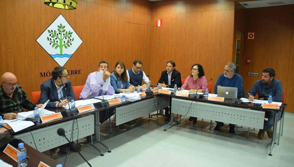 Imatge d'un plenari a l'Ajuntament de Móra d'Ebre