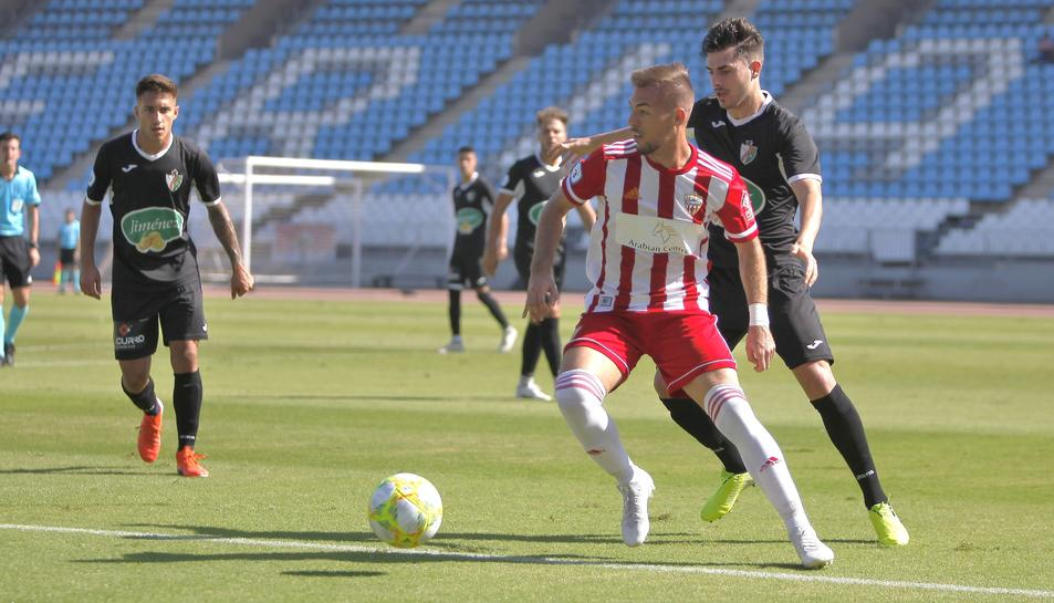 Rubén Enri, durant un partit disputat amb el filial de l'Almería aquesta temporada.
