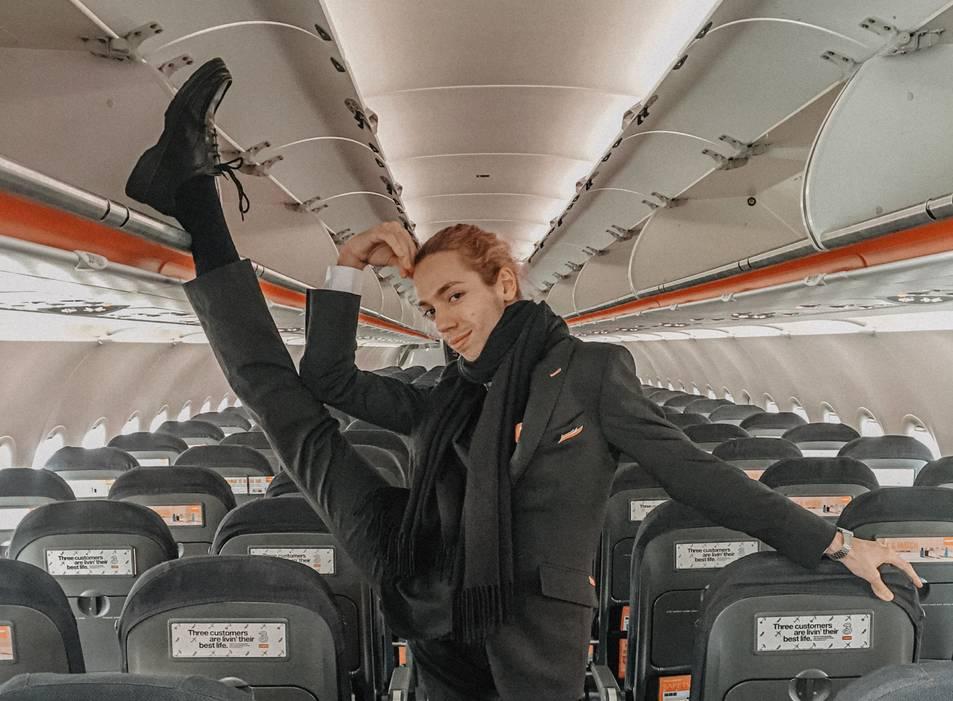 SoyCarlosMiau, en una cabina de vol.