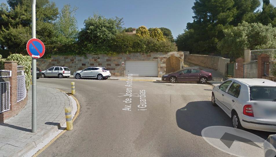 Imatge d'un dels carrers de Tarragona 2, amb un revolt estret que no permet girar un autobús.