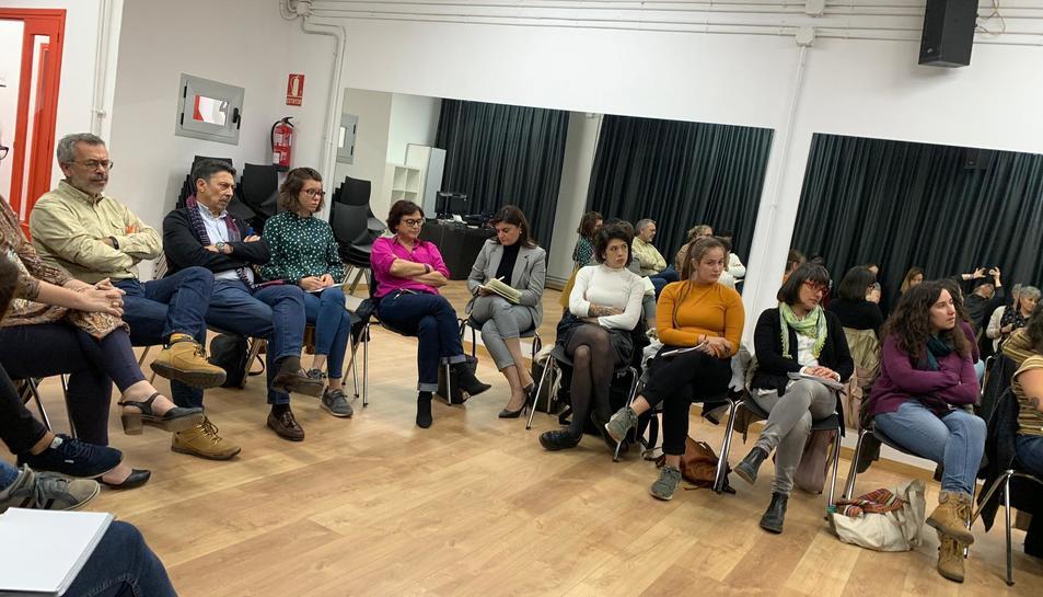 Els presents en la reunió va aportar idees i experiències dirigides a elaborar el protocol.