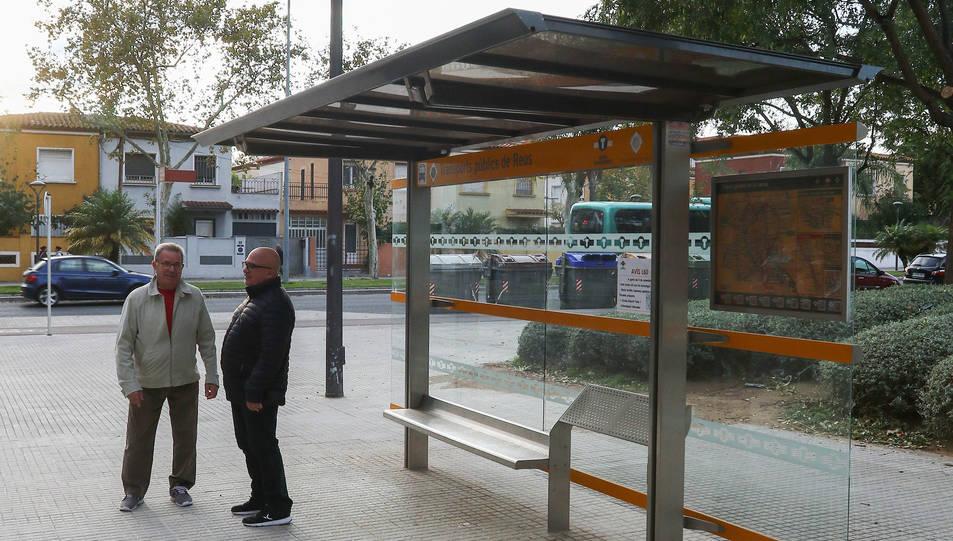 Jornet i Forner a la parada de bus suprimida al setembre.