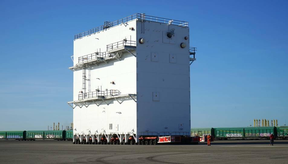 Aspecte d'una de les superesctructures ja construides a la prolongació del Moll de Cantàbria.