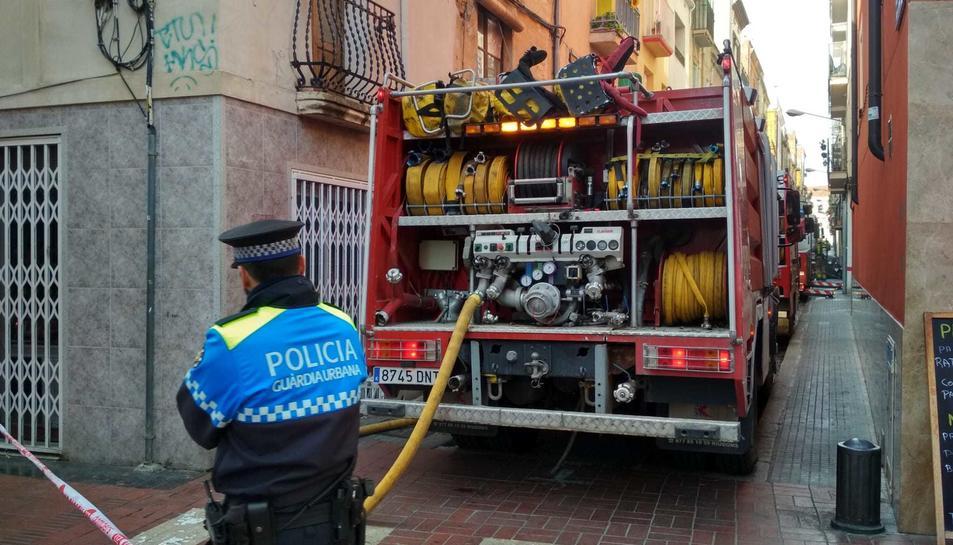 Quatre dotacions han acudit al lloc de l'incendi.