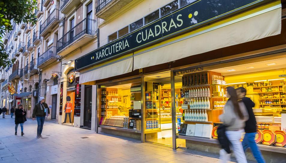 Façana de la Xarcuteria Cuadras, establiment de la Rambla Nova que va ser inaugurat el 1920.